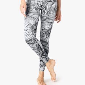 Beyond Yoga Flip it and Reverse it Leggings sz M L
